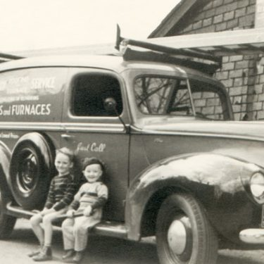1940s-roofing-truck